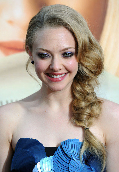 Amanda-Seyfried-5-Celebrity-Valentines-Hairstyle-on-Cashmere-Hair-Extensions